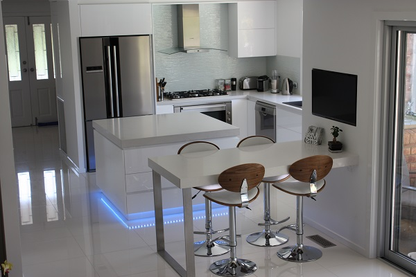 L-Shaped Kitchen with Island Bench - Brentwood Kitchens